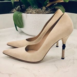 GUCCI BEIGE SUEDE PUMPS WITH BAMBOO HEEL DETAIL